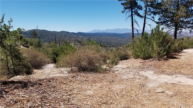 150 Trail End Road, Green Valley Lake CA: http://media.crmls.org/medias/c478ee30-ade8-4a6b-873b-9e2a5c44c11f.jpg