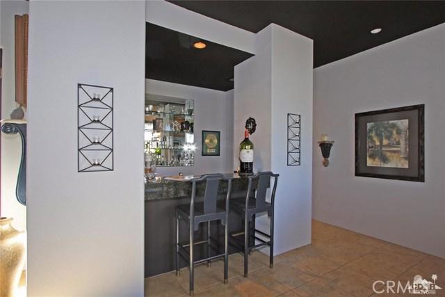 104 Loch Lomond Road, Rancho Mirage CA: http://media.crmls.org/medias/c4b6b9c8-062b-45e2-a130-67304b175d94.jpg