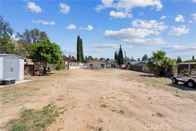 219 8th street, Norco CA: http://media.crmls.org/medias/c4dfa373-1581-49bf-8522-13d95378120e.jpg