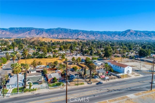 1178 Barton Street, San Bernardino CA: http://media.crmls.org/medias/c4e22b35-bc88-4a68-b222-f8c62f600cbd.jpg