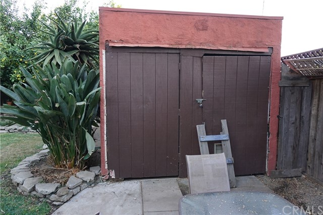 422 N 8th Avenue, Upland CA: http://media.crmls.org/medias/c4ee6b29-6856-4fa3-ba55-2343244c33b4.jpg