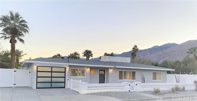 Detail Gallery Image 1 of 1 For 1399 Tamarisk Rd, Palm Springs,  CA 92262 - 3 Beds | 2 Baths