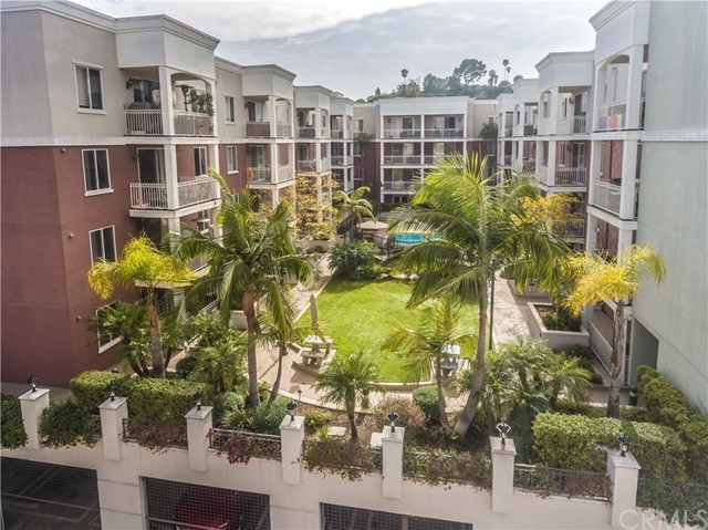 Condominium for Sale at 3740 W Santa Rosalia Drive Baldwin Hills, California 90008 United States
