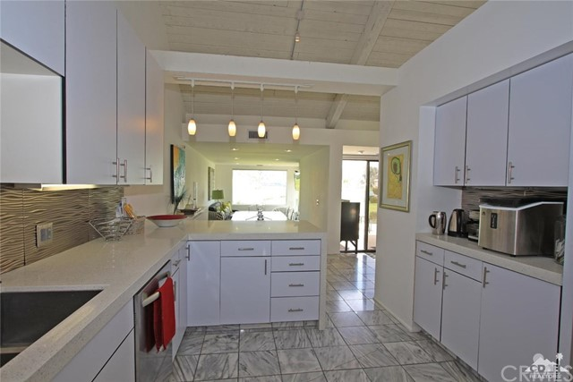 34868 Mission Hills Drive, Rancho Mirage CA: http://media.crmls.org/medias/c528b90d-dccd-4c4e-aacb-9e5b27f2d87b.jpg