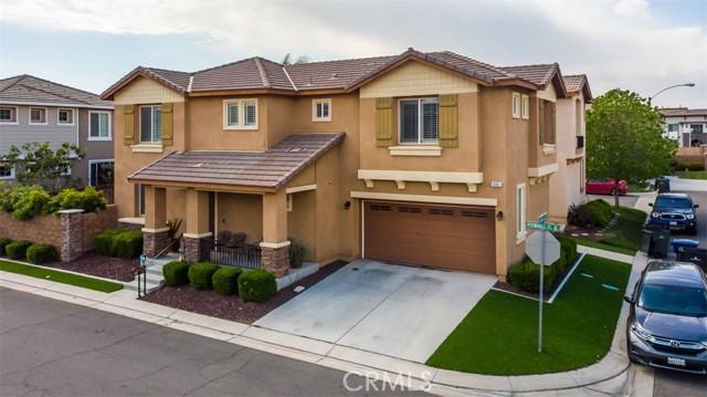 10961 Periwinkle Way, Riverside CA: http://media.crmls.org/medias/c55132b3-374f-4c1c-94b1-02e03b6b78c8.jpg
