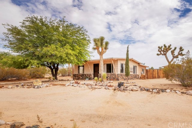 63310 Single Tree Lane, Joshua Tree CA: http://media.crmls.org/medias/c5573485-300f-4aa7-b60b-14365d4ece73.jpg