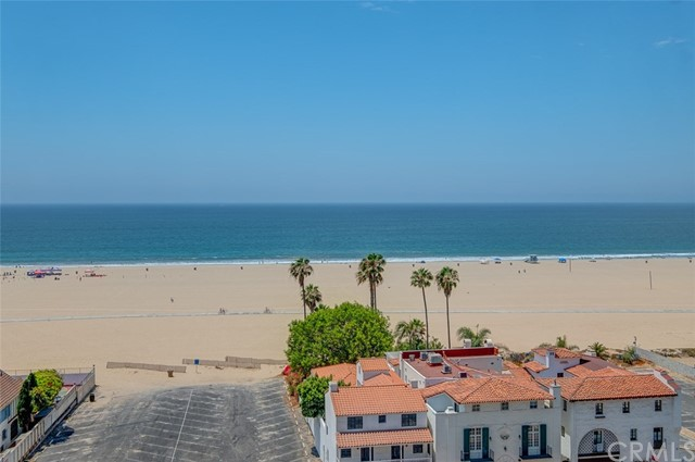 1045 Ocean Avenue, Santa Monica CA: http://media.crmls.org/medias/c5672d3b-1c7b-415d-9486-2775e594728a.jpg