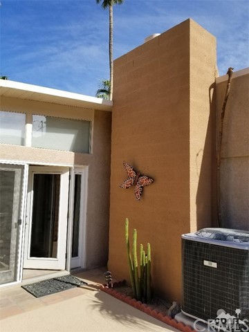 321 Desert Willow Circle, Palm Springs CA: http://media.crmls.org/medias/c5677e17-5f3a-4e1e-86a8-56f077d4c148.jpg