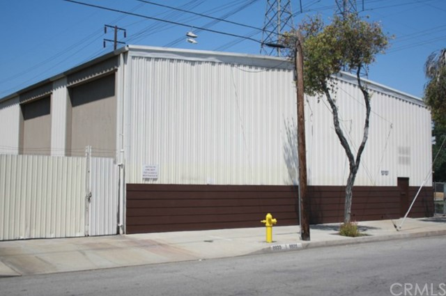Industrial por un Venta en 8831 Cedar Avenue Bellflower, California 90706 Estados Unidos