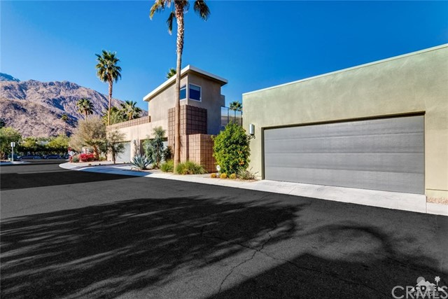 Townhouse for Sale at 878 Oceo Circle 878 Oceo Circle Palm Springs, California 92264 United States