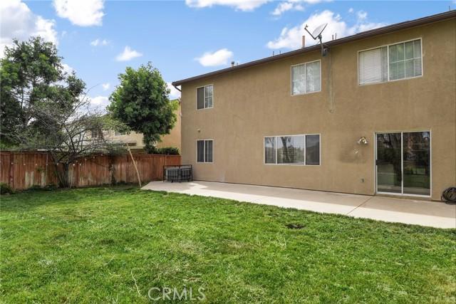 29145 Oak Creek Lane, Highland CA: http://media.crmls.org/medias/c584e061-5509-4946-aa32-f13ccf4ecfa3.jpg