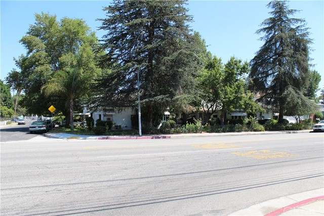 Apartment for Sale at 11613 Moorpark Street Studio City, 91602 United States