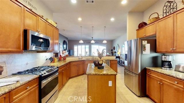 10357 Darby Road, Apple Valley CA: http://media.crmls.org/medias/c5a0c68d-d27f-4184-979b-a23e0d7a020b.jpg