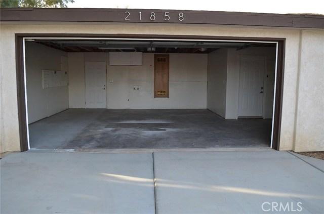 21858 Goshute Avenue, Apple Valley CA: http://media.crmls.org/medias/c5a3103d-31aa-4786-a08e-c9d95edb6a60.jpg