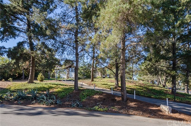 570 Raymond Avenue, Santa Maria CA: http://media.crmls.org/medias/c5a8e751-fcf7-4578-b2e4-68c2a435e91d.jpg