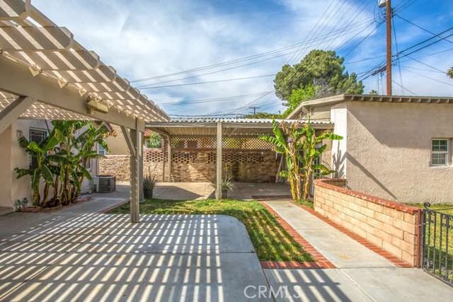 2821 N Arrowhead Avenue, San Bernardino CA: http://media.crmls.org/medias/c5e5bf5e-8de2-486a-81f4-959dc88b8997.jpg