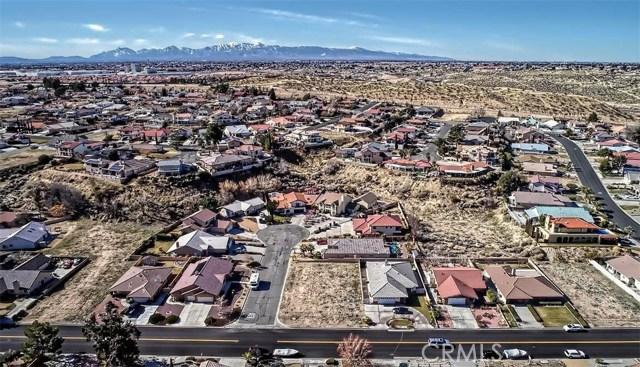 13745 Spring Valley, Victorville CA: http://media.crmls.org/medias/c5ecac4f-881a-486c-8681-dcbe381720db.jpg