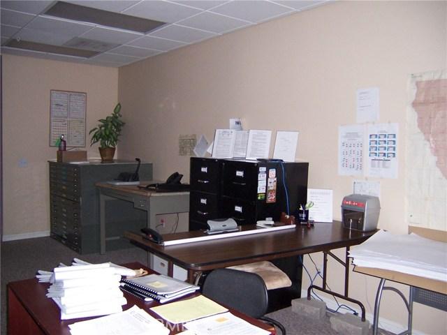 1445 W Redlands Boulevard, Redlands CA: http://media.crmls.org/medias/c5ecb4df-6e94-48df-858d-f6256daf01bc.jpg