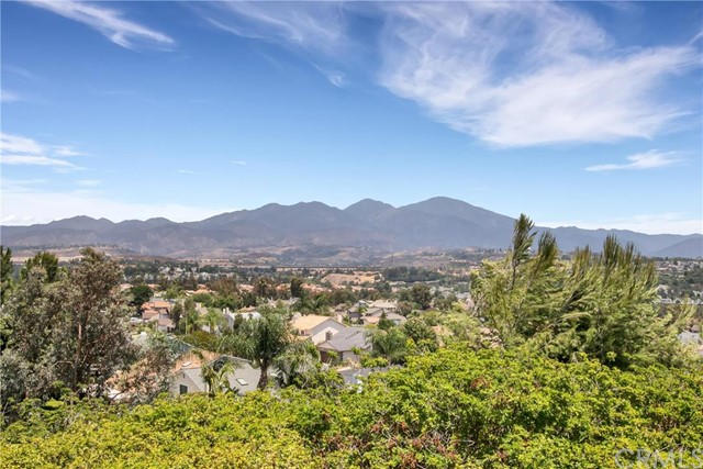 27642 Cenajo Mission Viejo, CA 92691 is listed for sale as MLS Listing OC16143067