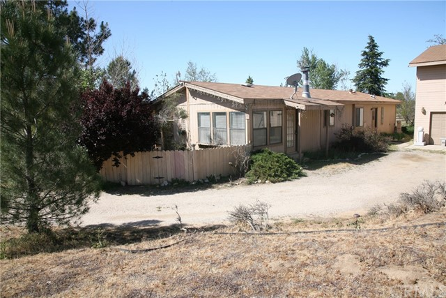 40725 Brook Trails Way, Aguanga CA: http://media.crmls.org/medias/c61688f8-71ef-41df-be0a-a77b5ccca07b.jpg