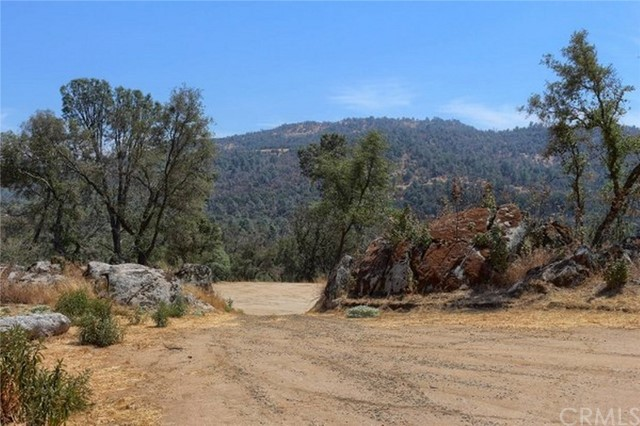 2374 Green Hills Road, Mariposa CA: http://media.crmls.org/medias/c616ba8b-4197-496a-ba77-9a20ec565344.jpg