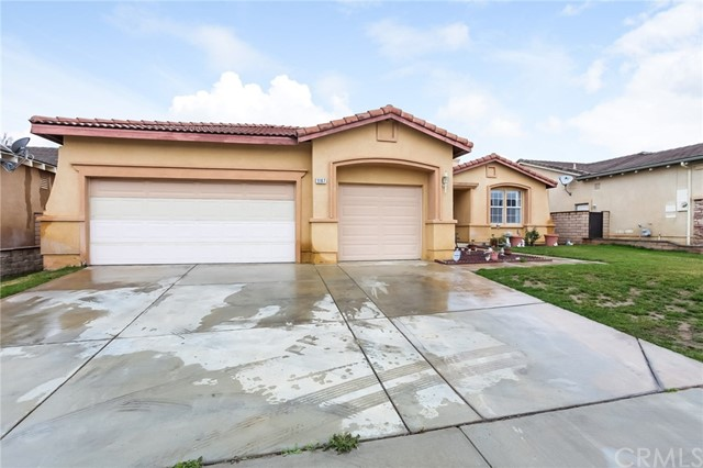 1167 Woodburn Circle, Beaumont CA: http://media.crmls.org/medias/c61833e8-cd1c-43cc-b571-a25158bd2199.jpg