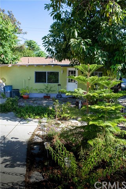 917 E Wells Street, San Gabriel CA: http://media.crmls.org/medias/c6190474-1bd1-477c-b01c-de79641b617c.jpg