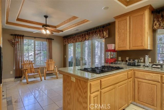 53890 Dogwood Creek Drive, Bass Lake CA: http://media.crmls.org/medias/c6290b5d-56cb-4a4d-b595-e7faf812bac8.jpg
