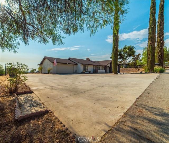 16415 Holcomb Way, Riverside CA: http://media.crmls.org/medias/c6350017-3c18-4665-944c-1cbf6f40975d.jpg