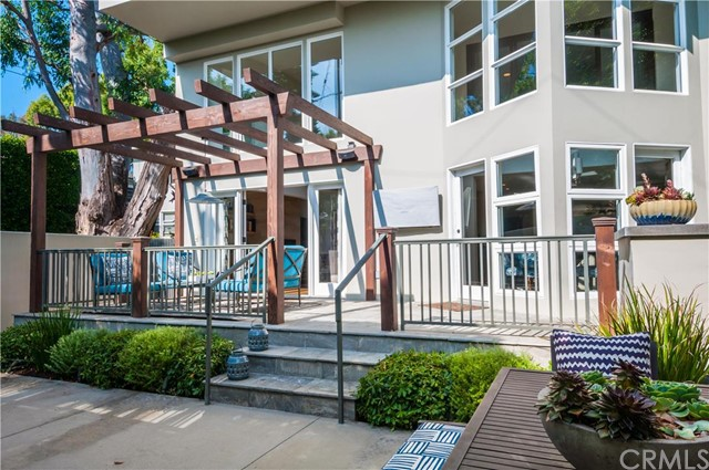 Additional photo for property listing at Beautiful Coastal Modern Home 1820 John Street Manhattan Beach, California,90266 Stati Uniti