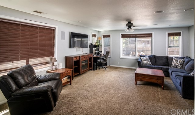 31187 All View Drive, Running Springs CA: http://media.crmls.org/medias/c63d1469-0ad6-4c8b-ba0f-d5d448ed8fe9.jpg
