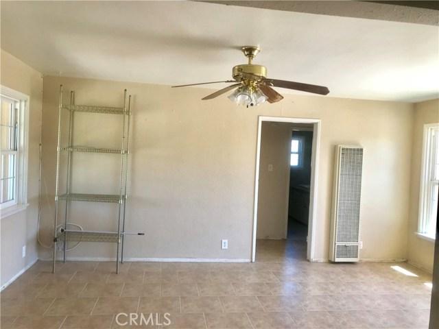 215 S Vernon S Avenue, San Jacinto CA: http://media.crmls.org/medias/c63d5df3-e7bc-4d3d-814e-f168c3a98bf0.jpg