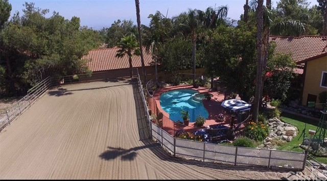 5537 Deer Creek Lane, Rancho Cucamonga CA: http://media.crmls.org/medias/c66162a3-6a5f-4ccf-80c8-f4c437e7cabb.jpg