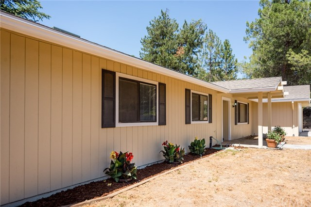 40768 Griffin Drive, Oakhurst CA: http://media.crmls.org/medias/c6826d5e-d008-4a0c-83dc-79066a92dc92.jpg