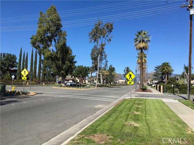 239 N Riverside Avenue, Rialto CA: http://media.crmls.org/medias/c6982688-8738-4888-bf30-6bb3c267aefb.jpg