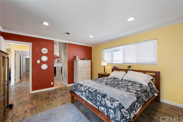 1004 Nutwood Avenue, Fullerton CA: http://media.crmls.org/medias/c69a9c8b-f0e8-41be-a9ca-1dc549abdc16.jpg