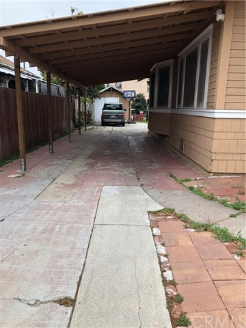 554 E 19th St, Long Beach, CA 90806 Photo 2