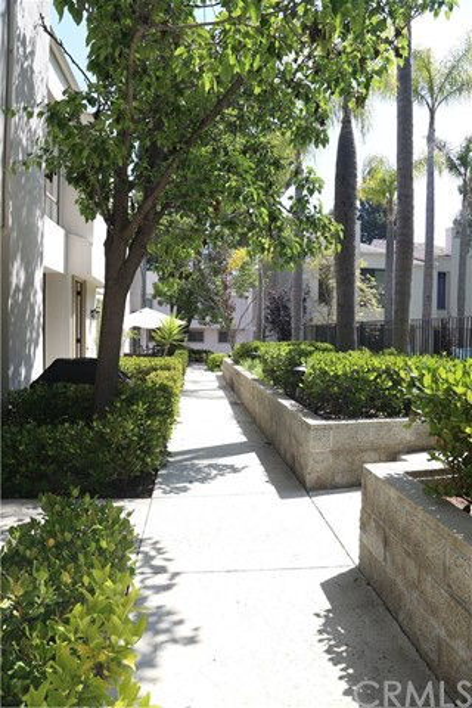 3621 W Hidden Lane, Rolling Hills Estates CA: http://media.crmls.org/medias/c6bb5bad-73dc-435b-8065-c42f6d5a60f1.jpg
