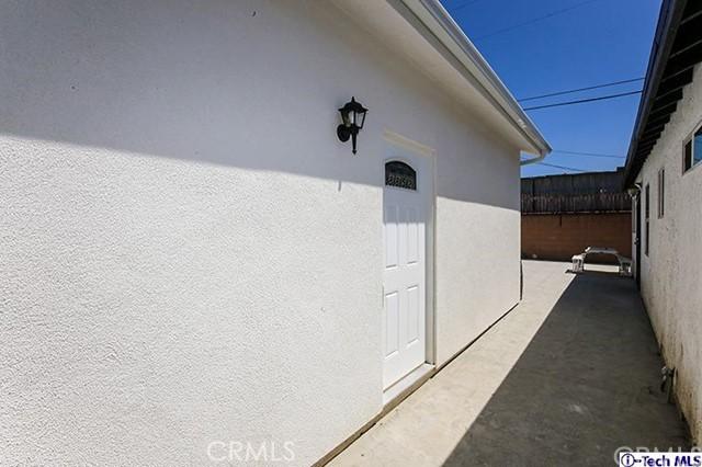 8852 Morehart Avenue, Sun Valley CA: http://media.crmls.org/medias/c6c2b932-5776-4f10-b791-c13697825c3e.jpg
