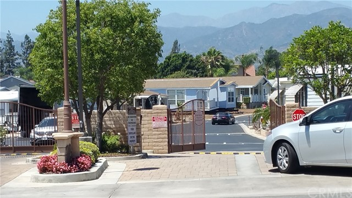 1245 W Cienega Avenue, San Dimas CA: http://media.crmls.org/medias/c6cb93b7-3fe3-4340-a748-6f3a929e5625.jpg