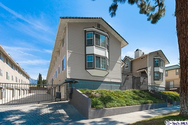 Townhouse for Rent at 2357 Mira Vista Avenue Montrose, California 91020 United States