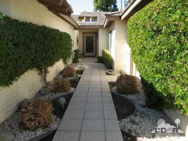 Photo of home for sale at 359 Gran Via, Palm Desert CA