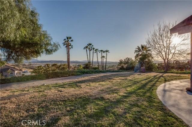 42090 Granite View Drive, San Jacinto CA: http://media.crmls.org/medias/c70e106d-ea5c-424b-96ce-1cd68e876c9e.jpg