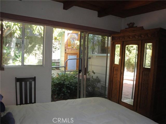 520 Oak Street, Laguna Beach CA: http://media.crmls.org/medias/c75247f5-c99d-45f4-8cc1-12b89359ed97.jpg