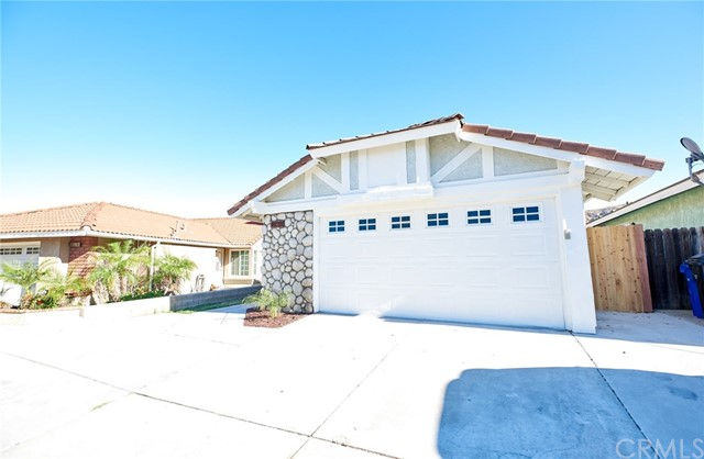 Detail Gallery Image 1 of 20 For 11911 Yucca Dr, Fontana,  CA 92337 - 3 Beds | 2 Baths