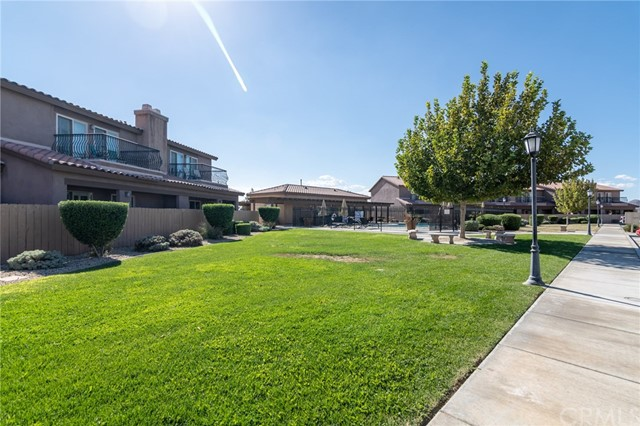 14176 Kiowa Road, Apple Valley CA: http://media.crmls.org/medias/c7e477a2-524b-459c-9249-0ef3d3d2f1b3.jpg
