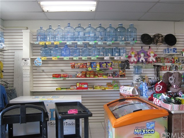 1530 W 6th Street, Corona CA: http://media.crmls.org/medias/c7f3c3ec-01d9-4631-b50f-9b2ae902070e.jpg