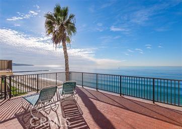 531 Esplanade, Redondo Beach CA: http://media.crmls.org/medias/c7fde399-4c12-4ddb-8c78-42c2eb4a101c.jpg