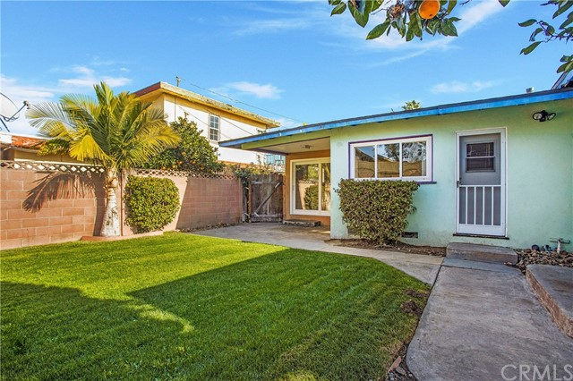 1963 Maple Avenue, Costa Mesa CA: http://media.crmls.org/medias/c84f931e-a1ce-4a73-b355-d690fd656bb2.jpg