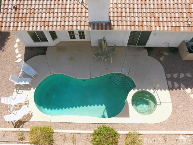 40620 Glenwood Lane, Palm Desert CA: http://media.crmls.org/medias/c85ed10e-0c62-4d8c-9d97-d9f1fe30cb49.jpg